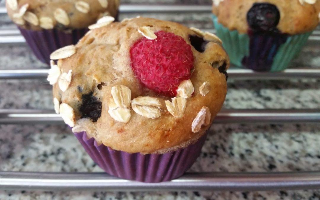 Muffins veganos de frutos rojos y avena