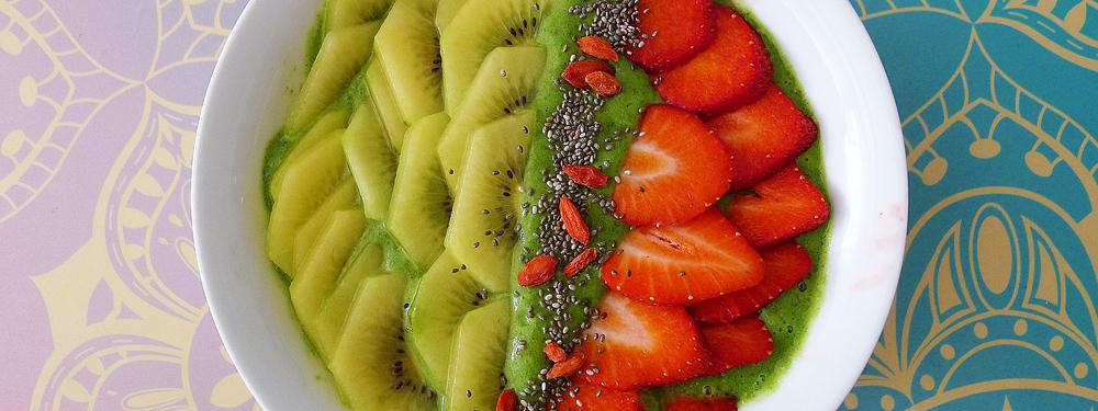 Super green smoothie bowl y las virtudes del kale