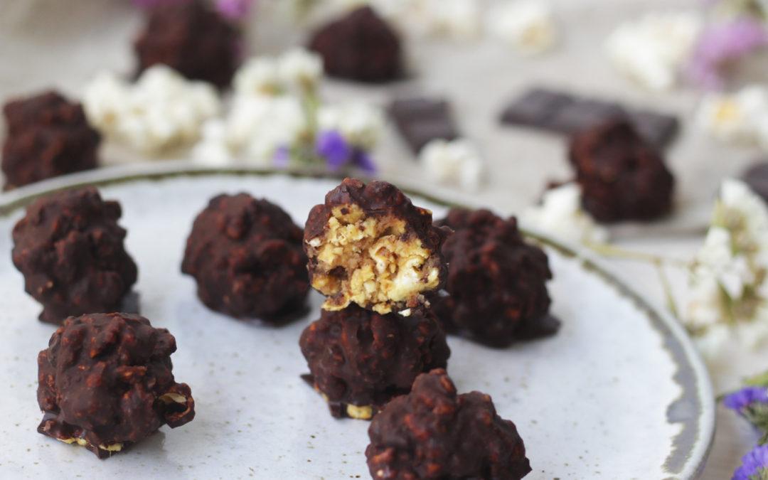 Trufas de palomitas y caramelo de cacahuete
