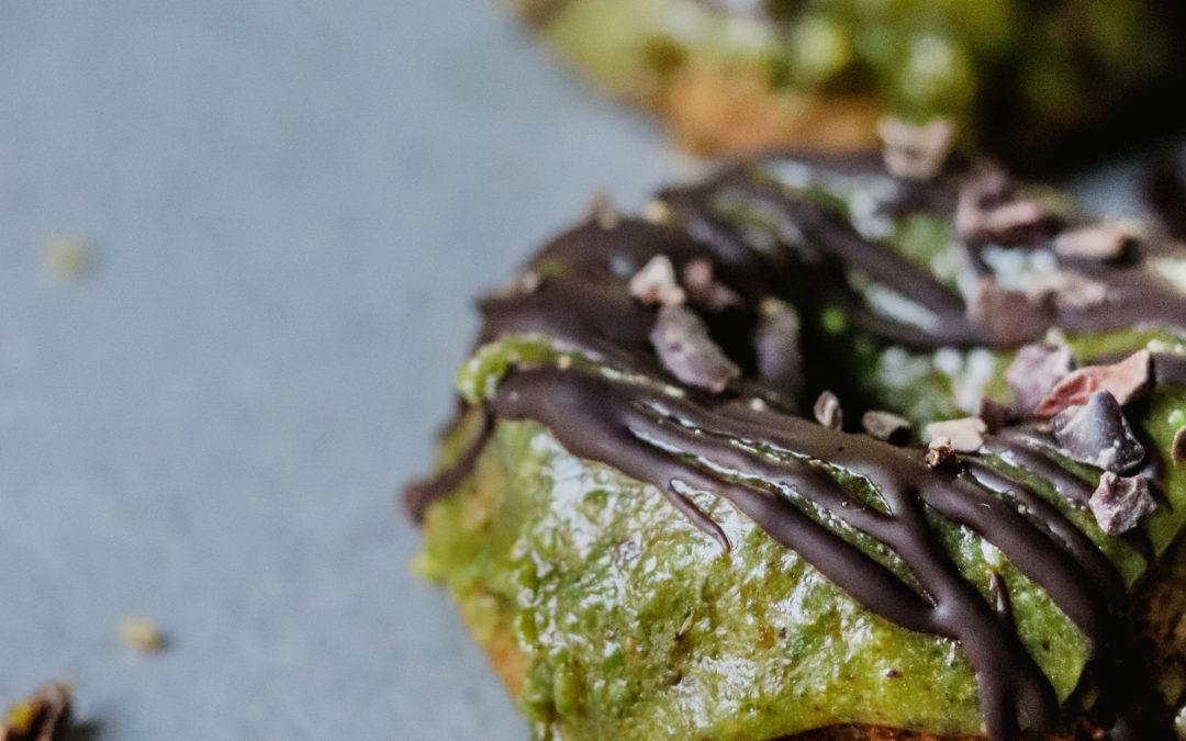 Donuts sin gluten con cobertura de pistachos